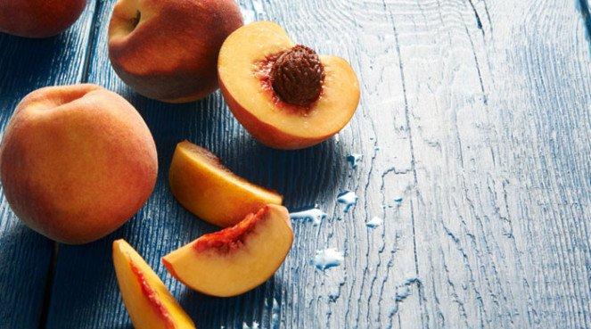 peaches-on-dark-bckground