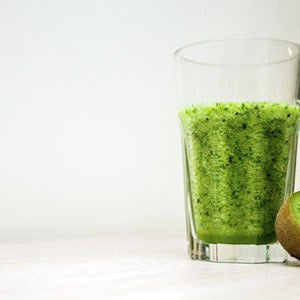 A green juice and kiwi fruit that help boost iron levels if you suffer from an iron deficiency