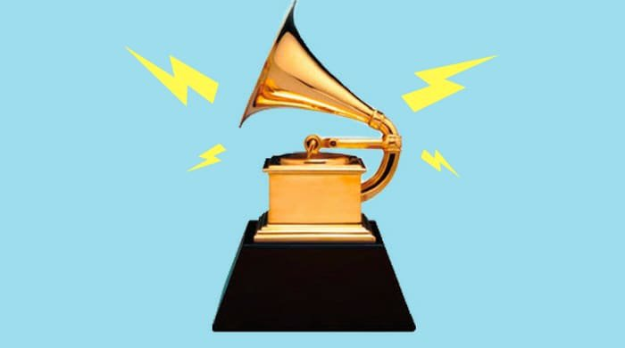 adele broke her grammy and gave it to Beyoncé