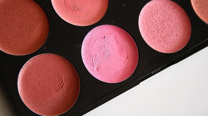 A make-up blush palette that causes acne
