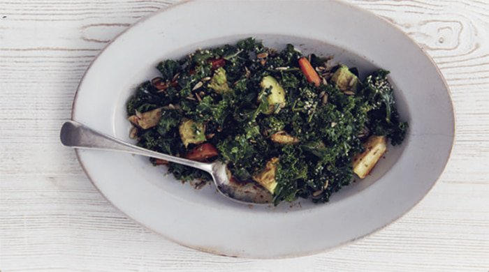 kale makes a great salad for healthy desk lunches